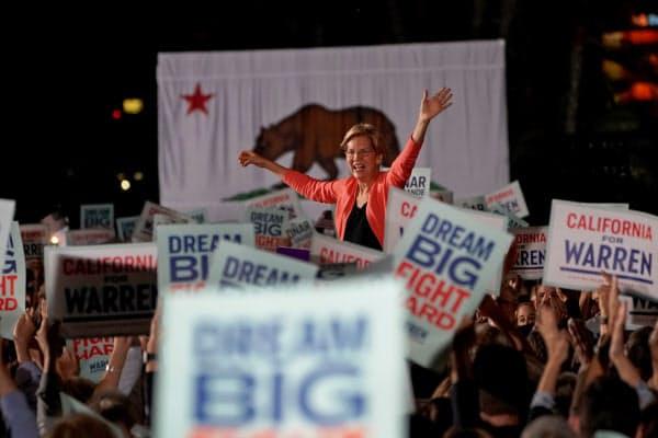 ウォーレン上院議員は富裕層への増税など格差是正政策を訴えて支持を伸ばしている(3日、サンディエゴ)=ロイター