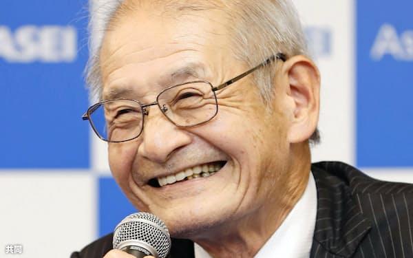 ノーベル化学賞の受賞が決まり、記者会見で喜びを語る吉野彰・旭化成名誉フェロー(9日夜、東京都千代田区)=共同