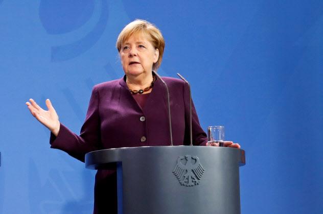 メルケル独首相はこれまで「合意なき離脱」は回避する方向で行動してきた(ロイター)