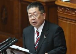 参院本会議で質問する共産党の小池晃書記局長(9日)