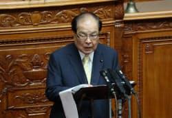 参院本会議で質問に立つ維新の片山虎之助共同代表(9日)
