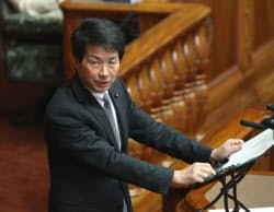 参院本会議で質問する国民民主党の大塚耕平氏(9日)