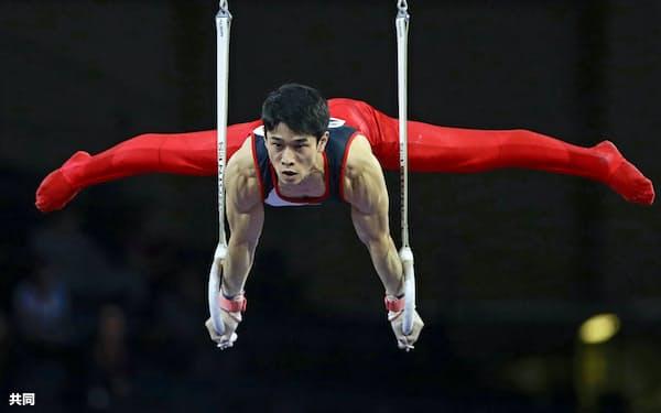 男子団体総合決勝 谷川航のつり輪(9日、シュツットガルト)=共同