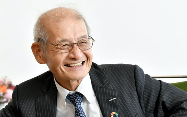 インタビューに答える旭化成の吉野彰名誉フェロー(10日午前、東京都千代田区)