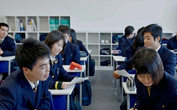 保健の模擬授業でメンタルヘルスについて話し合う生徒(1月、桐生第一高校)