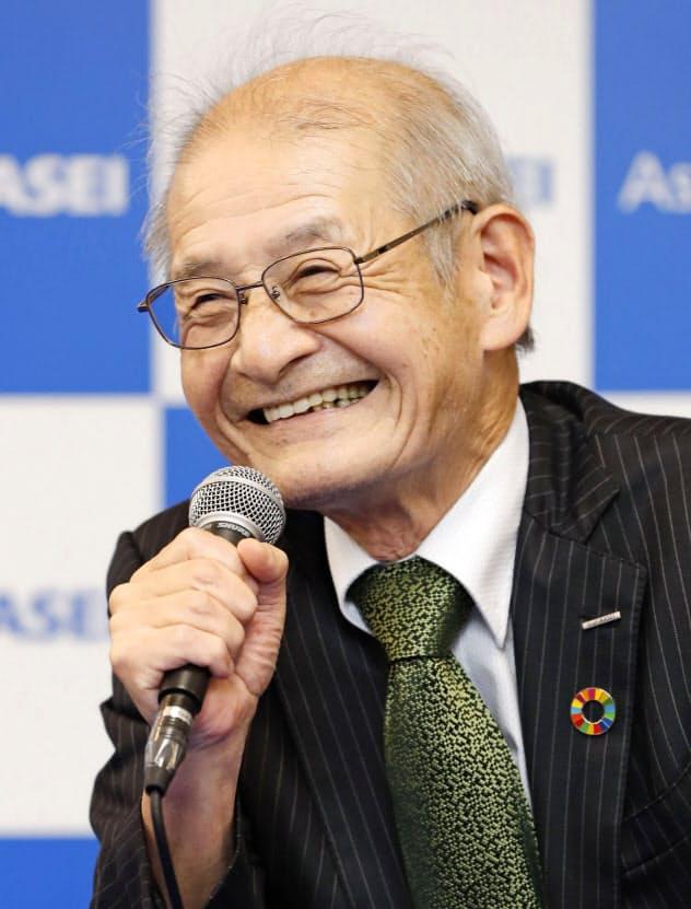 記者会見で受賞の喜びを語った吉野氏だが、危機感もにじませた=9日午後、東京都千代田区