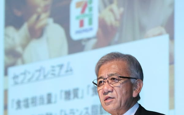 決算発表するセブン&アイ・ホールディングスの井阪隆一社長(10日、東京都渋谷区)