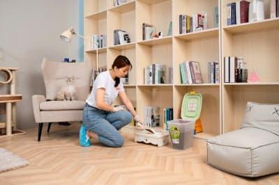 スタッフが顧客の自宅を訪問してペットの世話をする(愛沃派提供)