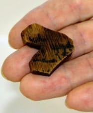 滋賀県栗東市の上砥山遺跡で見つかった、木簡を再利用した琴柱=共同
