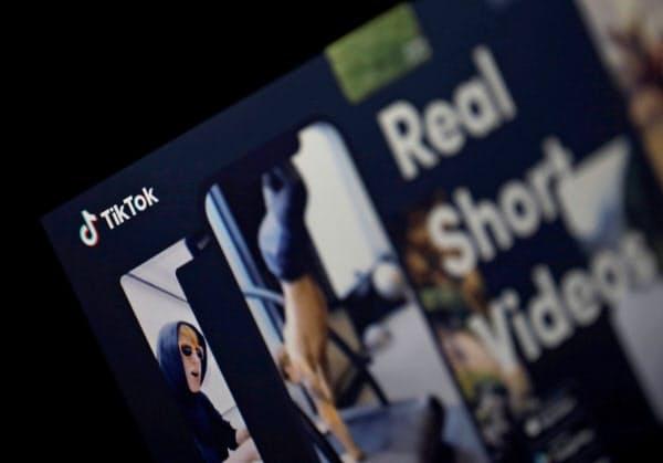 動画共有サイト「TikTok」への調査は、運営会社に出資するソフトバンクの経営にも影響が及びかねない=ロイター