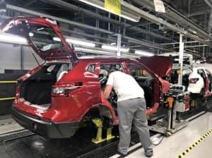 日産の海外主力SUV「キャシュカイ」の生産ライン(10日、英北部サンダーランド)