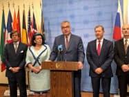 安保理の会合後に共同声明を発表するドイツの次席大使(10日、ニューヨーク)
