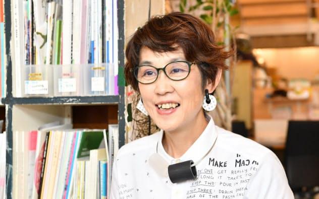 インタビューに答えるクリエイティブサポートレッツ理事長の久保田翠さん