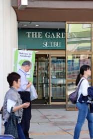 西武秋田店は店舗を縮小する(11日、「ザ・ガーデン自由が丘・西武」への1階入り口)