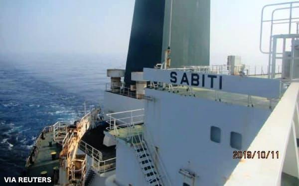 紅海で攻撃を受けたとみられるイランの石油タンカー(撮影日時は不明)=WANA・ロイター