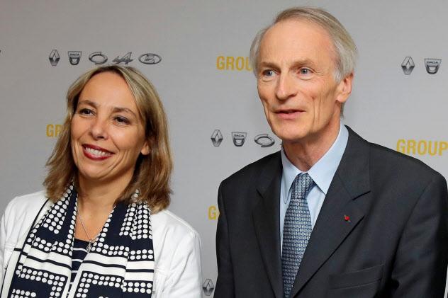 ルノーの暫定CEOとなったデルボス氏(左)とスナール会長(11日)=ロイター