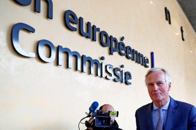 英国との交渉に入るEUのバルニエ首席交渉官(11日、ブリュッセル)=ロイター