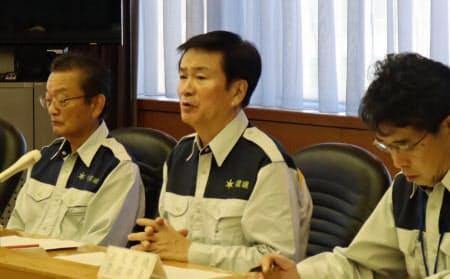 千葉県が13日開いた災害対策本部会議で、ブルーシートや土のう袋の不足が報告された(13日、千葉県庁)