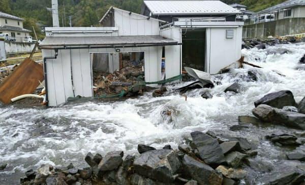 浸水した建物(13日、岩手県釜石市)=釜石市提供・共同