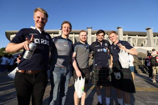 スコットランドのファンも会場へ