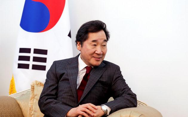 天皇陛下の「即位礼正殿の儀」に参列する韓国の李洛淵首相=ロイター