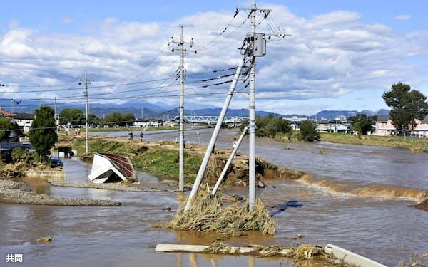 栃木県では秋山川の堤防が決壊するなど河川の氾濫が相次いだ=共同