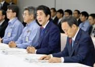 台風19号に関する非常災害対策本部会合の冒頭であいさつをする安倍首相=13日午後4時59分、首相官邸