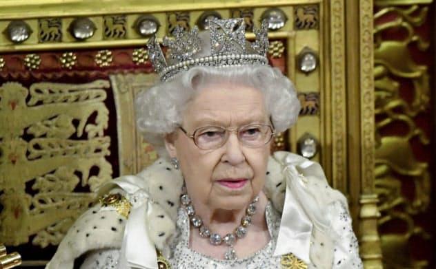 英国では政権の施政方針を女王が読み上げるのが慣習になっている=AP