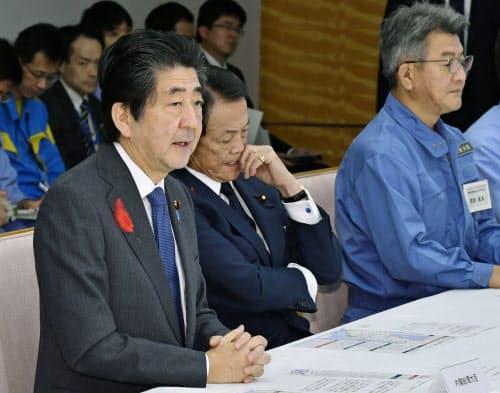 非常災害対策本部の会合であいさつする安倍首相(14日午前、首相官邸)