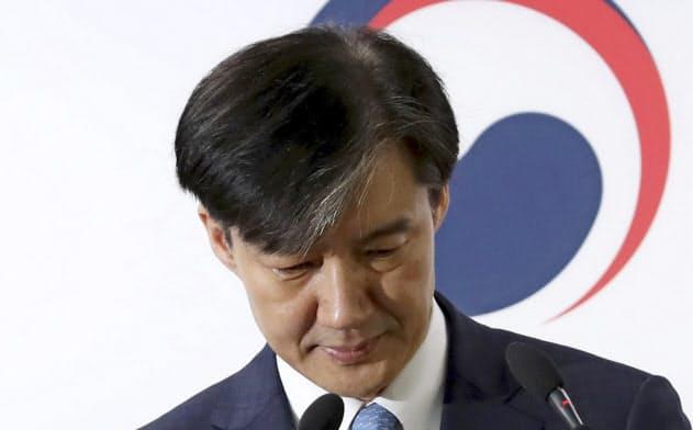 韓国法相辞任、「鉄板支持」層の離反が引き金に