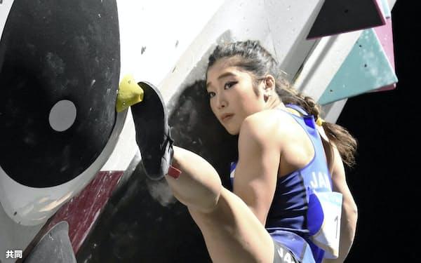 ボルダリング女子決勝 金メダルを獲得した野中生萌(14日、ドーハ)=共同