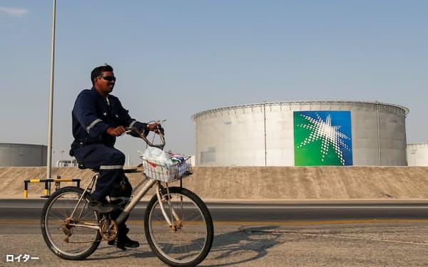 サウジアラムコの石油施設(12日、アブカイク)=ロイター