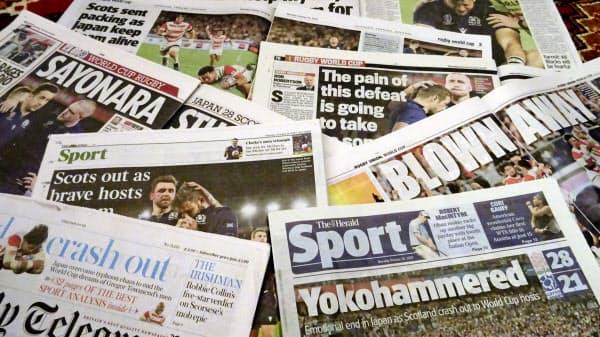 ラグビーW杯の日本戦の結果を報じる、14日付のスコットランド最大都市グラスゴーの地元紙=共同