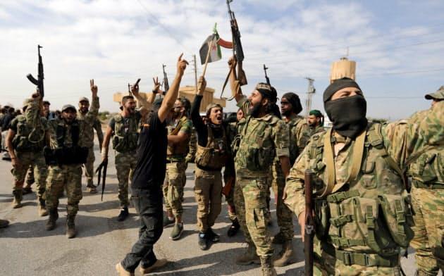 トルコの支援を受けたシリアの反政府勢力の兵士たち=ロイター