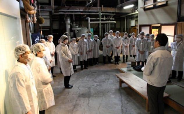 新潟大学の「日本酒学」の講義では地元の酒蔵見学などもある