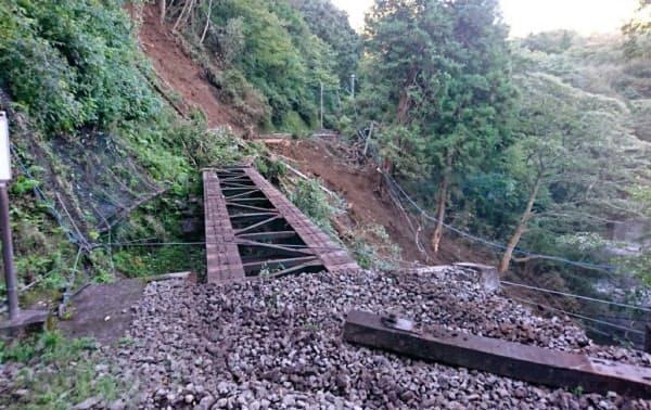 箱根登山鉄道は線路を支える土が流された(箱根町)