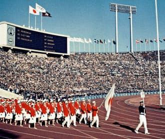 1964年東京五輪時はまだ、税金などの官費中心の運営が当たり前だった=共同