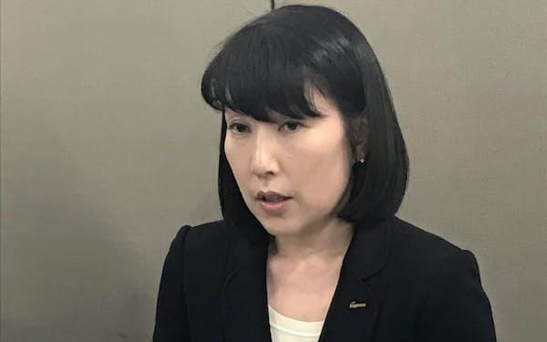 記者会見するはごろもフーズの後藤佐恵子新社長(15日、静岡市)