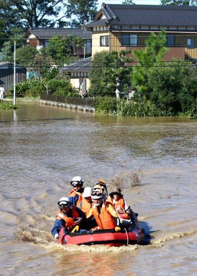 埼玉県内では河川の氾濫が相次ぎ、広範囲に被害が出た(13日、埼玉県川越市)