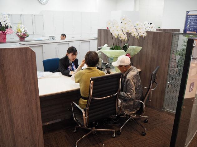 新店舗は個人顧客の相談業務を強化する(15日、鎌ケ谷支店)