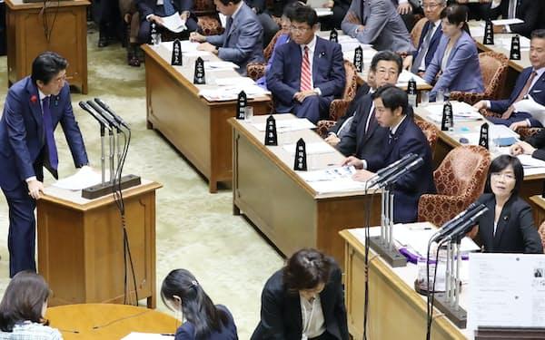 参院予算委で国民民主・森裕子氏(右端)の質問に答える安倍首相(15日)