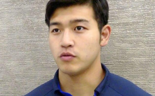 柔道のグランドスラム・ブラジリア大会から帰国し、取材に応じる飯田健太郎(15日、成田空港)=共同