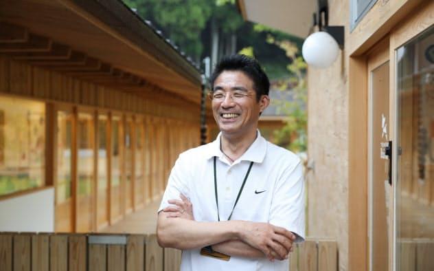 村の地方創生特任参事である上山隆浩は「役場もいろいろ事業を起こせるようになった」と語る
