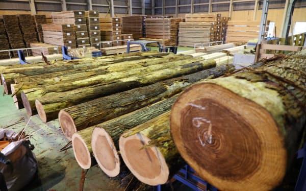 西粟倉・森の学校は間伐材の加工・製品販売を手掛ける