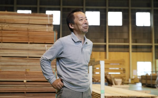 西粟倉・森の学校の副社長を務める門倉忍は第二の人生を求めて村に飛び込んだ