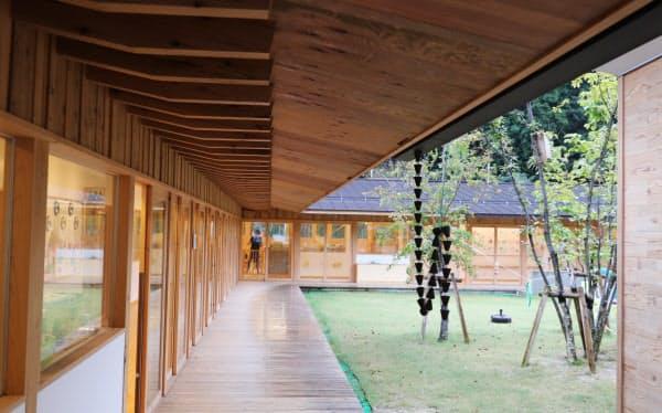 地元産のスギをふんだんに使った保育園。西粟倉村では公共施設で木材の活用を進める