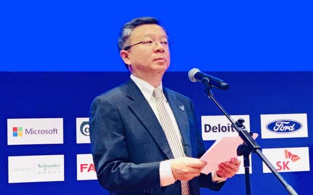重慶市が9月下旬に開いた「市長国際経済顧問団会議」でスピーチする李波副市長