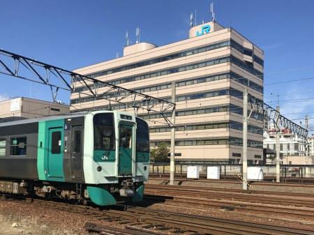 JR四国にとって都市圏の利用促進は大きな課題(高松駅周辺)