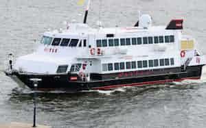 福岡市の博多港と韓国・釜山港を結ぶ高速船「ビートル」は利用者が急減した