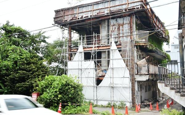 老朽化が激しく解体を命じられたマンション(滋賀県野洲市)